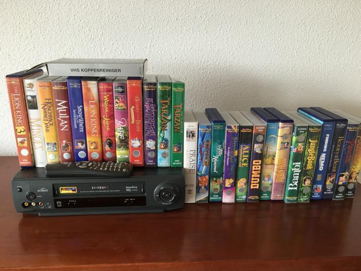 VHS Videospeler met (Disney) videos