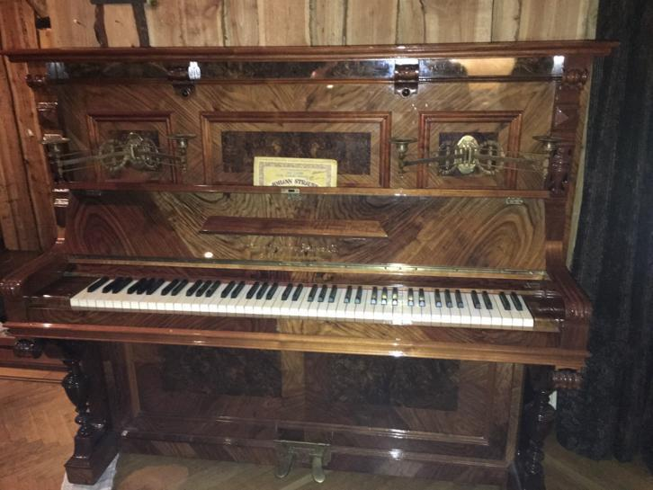 Piano August Forster