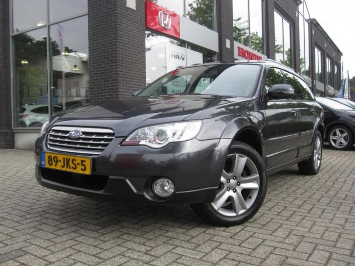 Subaru Outback 2.5I Exclusive Edition - AWD | trekhaak!