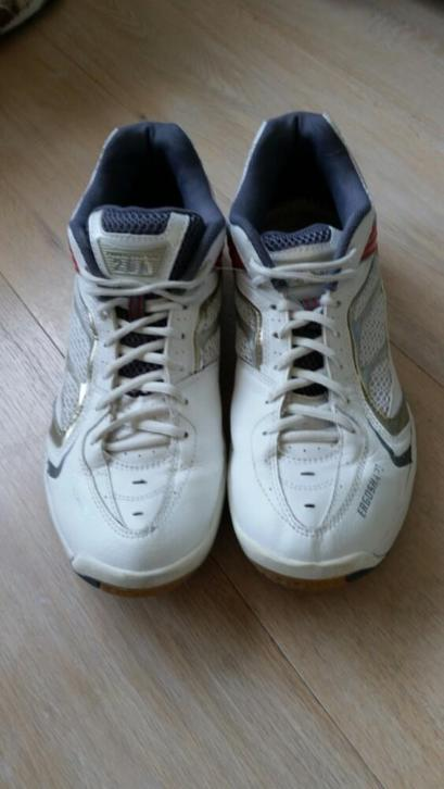 yonex badminton schoenen power cushion maat 45