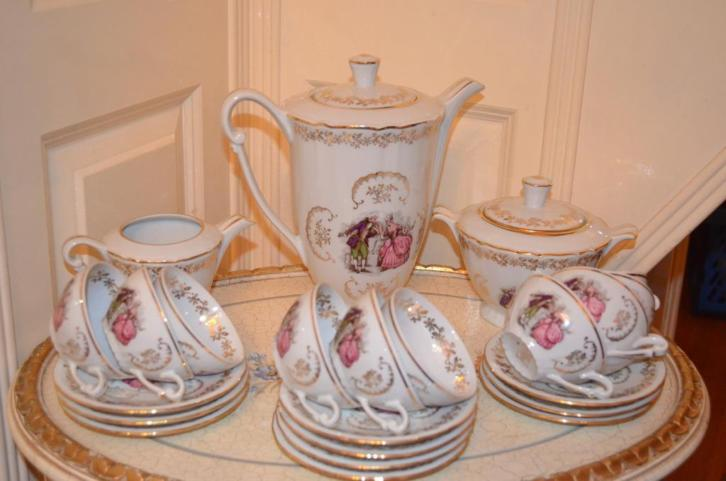 Brocante thee servies van Berry Haute porcelaine